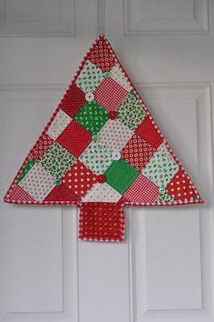 "PLEASANT HOME: ""Vintage"" Christmas Tree Wallhanging"