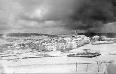 Aunque no os lo creáis esta foto es de una gran nevada y que cubrió por completo Navia. Estas nevadas ya es muy raro vivirlas.  Fuente: Galería Foto Navia