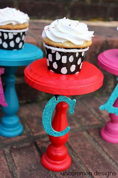 love these diy personalized cupcake stands!