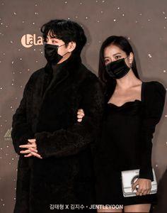 Girl Couple, Couple Wallpaper, Blackpink And Bts, Ulzzang Couple, Blackpink Jisoo, Bts Video, Korean Singer, Girl Group, My Girl