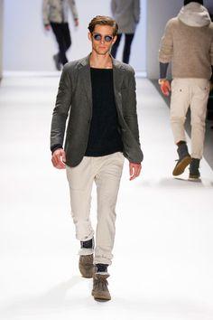 blazer, tee, khakis & boots