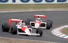 1989年のドイツGPで競い合うマクラーレン・ホンダのアイルトン・セナ(手前)とアラン・プロスト=AP