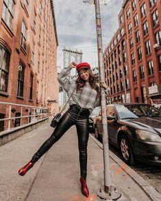 133 curtidas, 19 comentrios - Janainaalexandrina (janainaalexandrina) no Brooklyn agatha # newyork New York Outfits, Instagram Pose, Instagram Fashion, Photography Poses, Fashion Photography, Fall Photography, Travel Photography, New York City Pictures, Shotting Photo