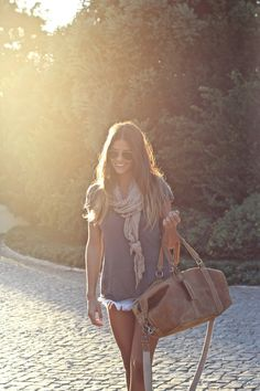 Oh so simple and chic. #woman #style #trend #fashion #moda #stylist #beauty #dress #lovely #outfit #hippy #chic