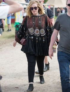 adele-crossbody-glastonbury