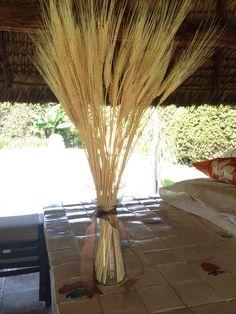 Centro de mesa de trigo ideal para Primera Comunión