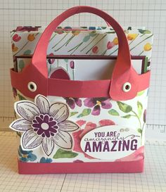 Made one of the 'Caroline Hallett' handbags with cards. Love it! Look her tutorial up on YouTube 'Caroline Hallet Baginabox Handbags & Notecards'
