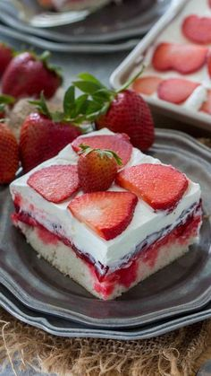 Learn how to make the BEST Strawberry Poke Cake. This poke cake is made with white cake mix, soaked with a mixture of white chocolate strawberry sauce, toppe. Strawberry Poke Cakes, Strawberry Jello, Strawberry Desserts, Easy Desserts, Delicious Desserts, Poke Cake Jello, Cake Videos, Let Them Eat Cake, Cupcake Cakes