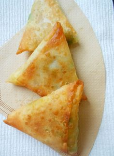 Potato Samosas - Confessions of a. - Ashley Gibson - Potato Samosas - Confessions of a. Potato Samosas - Confessions of a. Indian Snacks, Indian Food Recipes, Vegetarian Recipes, Cooking Recipes, African Recipes, Curry Recipes, Samosa Recipe, Tandoori Masala, Meal Prep Plans