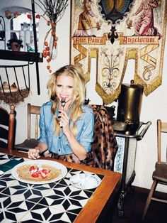 Models Eating Food In Fashion Editorials PHOTOS | Styleite