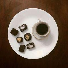 #dulce #mañana y #café en #brownieriamorenobrownie #bombones y #trufas de #chocolate puro. #artesanal #shugarfree #glutenfree #happy #mood.