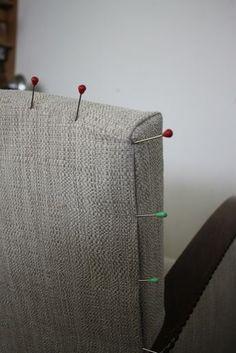 Et voilà mon stage est fini .... Stage de réfection «fauteuil 1930 » (technique moderne) . Je vous montre tout en images Avant le stage.... Un peu de menuiserie : Modification carcasse pour adaptation à la technique moderne. Pose ressorts sur planche. Guindage...