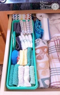 Declutter Kitchen Towels & Dish Cloths Minute Mission} Separate certain kitchen towels from others, such as dish towels from hand towels, inside a kitchen drawer by using a shallow basket or storage container {featured on Home Storage Solutions Organisation Hacks, Diy Organization, Dish Towels, Hand Towels, Tea Towels, Kitchen Hacks, Diy Kitchen, Kitchen Decor, Smart Kitchen
