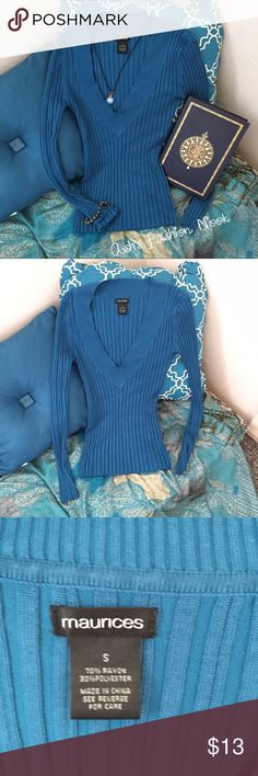 ✨Final Price✨Maurices-Blue Ribbed Sweatshirt 🌻EUC! Stretchy, blue sweatshirt! Very flexible fit that works well with most body types. Measures 14.5 inches shoulder to shoulder and 22 inches from top to bottom.🌻Price firm unless bundled!📦Bundle all the items you like, and I will send you a personalized, no obligation, offer!📦(A) Maurices Tops Sweatshirts & Hoodies