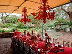 green and red what a sunny look Sydney Gardens, Lodge Wedding, Garden Gates, Event Decor, Botanical Gardens, Table Decorations, Projects, Red, Fresco