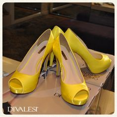 Que tal um Divalesi amarelo para você arrasar no fim de semana? Seu look ficará incrível!