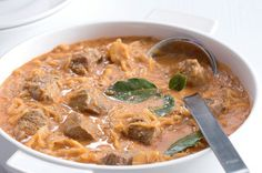 Czech Recipes, Ethnic Recipes, Cheeseburger Chowder, Thai Red Curry, Food And Drink, Cooking, Sauces, Goulash, Red Peppers