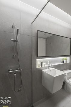 Bad Inspiration, Bathroom Inspiration, Bathroom Ideas, Apartment Interior, Apartment Design, Shower Mirror, Small Toilet, Bathroom Design Small, Home Furniture