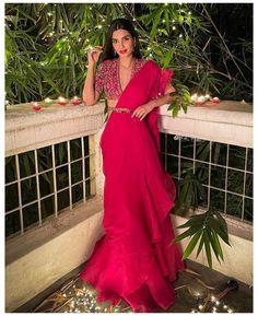 Party Wear Indian Dresses, Indian Bridal Outfits, Dress Indian Style, Indian Fashion Dresses, Indian Designer Outfits, Indian Wear, Sari Blouse, Saree Blouse Designs, Saris