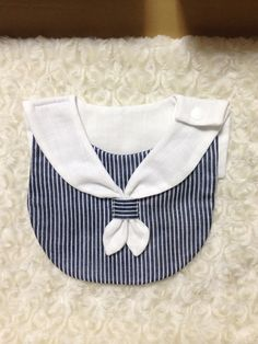 baby bibs – Baby and Toddler Clothing and Accesories Baby Bibs Patterns, Kids Patterns, Sewing Patterns, Sewing Projects For Kids, Sewing For Kids, Bib Pattern, Diy Bebe, Baby Couture, Clothes Crafts