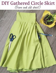DIY Gathered Circle Skirt Sewing Tutorial (with pockets!) – Apple Tree Sewing - DIY Gathered Circle Skirt Sewing Tutorial (with pockets!) – Apple Tree Sewing Source by tinkonthecb - Circle Skirt Pattern, Circle Skirt Tutorial, Circle Skirt Dress, Circle Skirts, Tutu Tutorial, Dress Skirt, Diy Sewing Projects, Sewing Tutorials, Sewing Diy