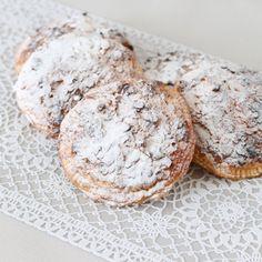 Appelflappen met victoriabeslag - Mariëlle in de Keuken Dutch Recipes, Apple Recipes, Sweet Recipes, Baking Recipes, Cookie Recipes, Snack Recipes, Snacks, Sweet Pie, Sweet Tarts