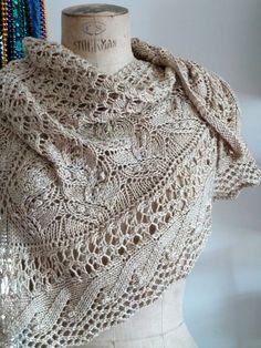Châle écru au tricot