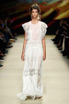 Alberta Ferretti - Milan - 2016 - Primavera-verano - Harper's Bazaar
