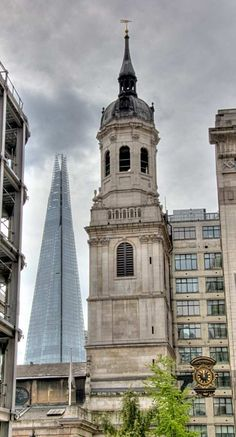 The Shard and St Magnus Martyr Church from street near The Monument, London Great Fire Of London, The Great Fire, The Shard, London Skyline, Things To Do In London, London Photography, Europe, Beautiful Buildings, Best Cities