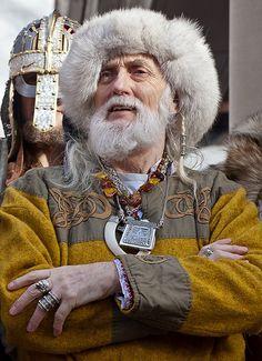 I like the linen on wool... Jorvik Viking Festival 2012
