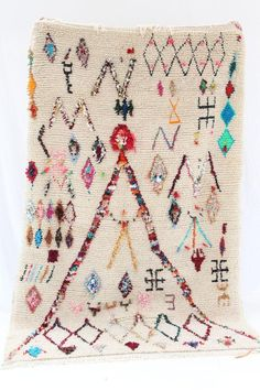 Discover our Fabulous Moroccan rug at Berber Creations . Save up to on all rugs. Berber Carpet, Berber Rug, Dreams Catcher, Home Textile, Vintage Rugs, Colorful Rugs, Rugs On Carpet, Bohemian Rug, Weaving