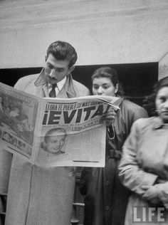 People reading about the death of Eva Peron, Buenos Aires, Argentina, 1952. Photo by Alfred Eisenstaedt.