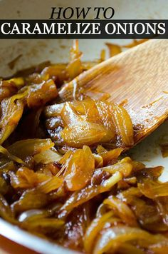 [Turkey] How to Caramelize Onions. It takes an hour to have perfectly caramelized onions, so make it beforehand and store in jars. You can use them in pizzas, savory tarts or pastas. New Recipes, Cooking Recipes, Favorite Recipes, Healthy Recipes, Cooking Tips, Quick Snacks, Vegetable Side Dishes, Caramelized Onions, Mini Sandwiches