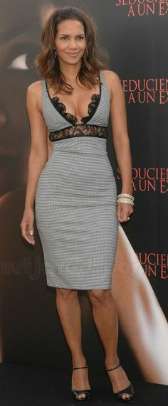 Halle Berry: Luscious in Lace: Photo Halle Berry is a knockout at age wearing a sexy Roberto Cavalli lace-accented dress to the photocall for her latest film, Perfect Stranger, on Wednesday at Hotel… Halle Berry Pixie, Halle Berry Style, Halle Berry Hot, Halley Berry, Woman Crush, Beautiful Black Women, Beautiful Celebrities, Lady, Fashion Models