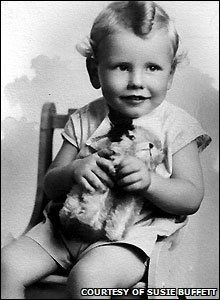 Born Warren Edward Buffett on August 30,1930, in Omaha, Nebraska. His father was a stockbroker and U.S. Congressman, while his mother a homemaker. Buffett was the middle child of a triumvirate, and was notably amathematical genius at a very young age.