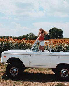 car jeep sunflower fields bring sunshine into your life - Dream Cars, My Dream Car, Dream Life, Foto Top, Sunflower Fields, Cute Cars, Fancy Cars, Summer Aesthetic, Toyota Tacoma