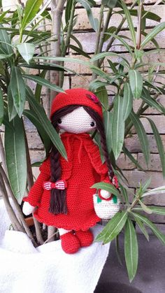 Little red riding hood mod made by Ann de M. / based on a lalylala crochet pattern