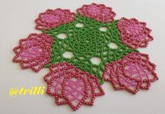 Fiori rosa, giro di spirali Seed Bead Patterns, Beading Patterns, Beaded Flowers, Crochet Flowers, Diy And Crafts, Paper Crafts, Beaded Clutch, Beaded Ornaments, Loom Beading