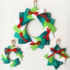 Origami Wreath, Holiday Crafts, Holiday Decor, Christmas Stockings, Christmas Ornaments, Xmas, Paper Crafts, Wreaths, Seasons