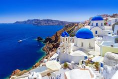 Things to do in Santorini Greece: Discover the most Romantic holiday destination in Greece. Romantic holidays in Santorini, in the lap of luxurious sunsets Cheap Places To Travel, Beautiful Places To Travel, Cool Places To Visit, Places To Go, Beautiful Beaches, Cheap Honeymoon Destinations, Travel Destinations, Travel Trip, Travel Abroad