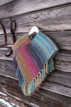 Enkel rätstickad barnponcho i Cookie Straw Bag, Blanket, Crochet Poncho, Ponchos, Threading, Blankets, Cover, Comforters