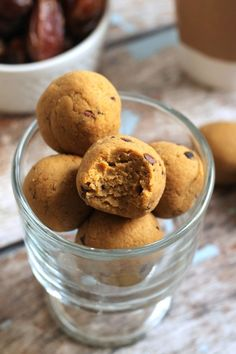 Pumpkin Pie Protein Bites- no bake, vegan and gluten-free! #cleaneating