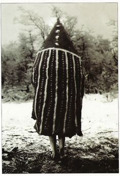 The Lost Tribes Of Tierra Del Fuego: Rare And Haunting Photos Of Selk'nam People Posing With Their Traditional Body-Painting. One of the last such ceremonies was performed in 1920 and recorded by the missionary, Martin Gusinde. Arte Tribal, Tribal Art, Patagonia, The Doors Of Perception, Haunting Photos, People Poses, Art Premier, People Of The World, Source Of Inspiration