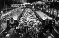 Churchgate Station, Bombay India (1995/2004) / by Sebastião Salgado