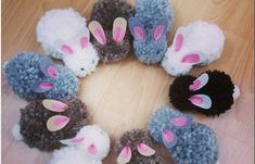 Sewing toys for kids pom poms 63 ideas for 2019 Kids Crafts, Easter Crafts, Diy And Crafts, Craft Projects, Pom Pom Wreath, Pom Pom Rug, Pom Pom Crafts, Yarn Crafts, Sewing Toys