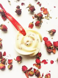 These air fresheners are ideal for freshening your drawers, wardrobes and other small spaces. They are fragranced with pure Rose Geranium and Vanilla essential oils and decorated with Rose petals. The ribbon allows you to hang the freshener from a hanger, rail or hook.   Net weight: 45g  Ingredients: Soy wax, Rose geranium essential oil, Vanilla essential oil (in glycerol), Benzoin essential oil, Rose petals  CAUTION: Do not place in direct heat or sunlight