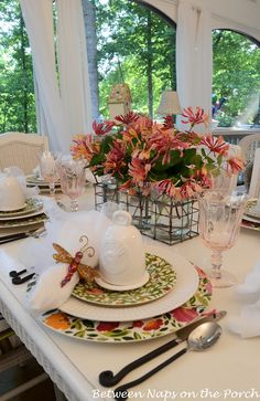 Between Naps on the Porch | Easter Table Setting with Floral Centerpiece | http://betweennapsontheporch.net