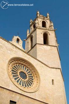 CAMPANAR DE L'ESGLÉSIA PRIORAL DE SANT PERE (S.XVI). El campanar de lla prioral va ser el més alt de la tota la demarcació de Tarragona fins a la consturcció del campanar d el'església de Valls. És un dels símbols més coneguts de la ciutat de Reus. Autor: PMTCR/Carles Fargas. Lloc: Reus.