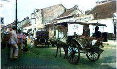 Pasar Baru di Batavia, sekitar tahun 1935 Leiden, Jakarta, Street View, Colour, City, Color, Cities, Colors