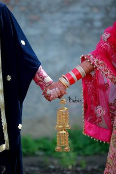 bridal jewelry for the radiant bride Punjabi Couple, Punjabi Bride, Punjabi Wedding, Punjabi Chura, Punjabi Suits, Pre Wedding Poses, Wedding Pics, Wedding Bride, Farm Wedding